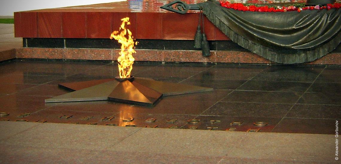 Вечный огонь на Могиле Неизвестного солдата в Москве