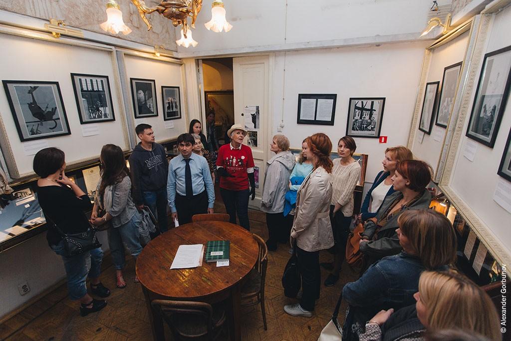 Открытие выставки иллюстраций Чарли Стоуна