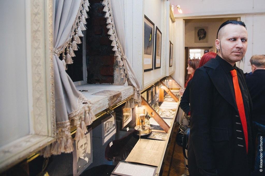 Выставка Дарий Асадуллаев Эпатажная публика Булгаковский дом