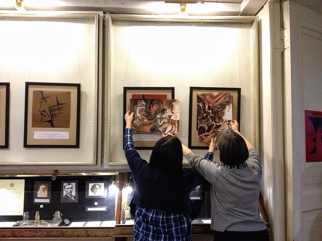 Оформление выставки иллюстраций Мастер и Маргарита