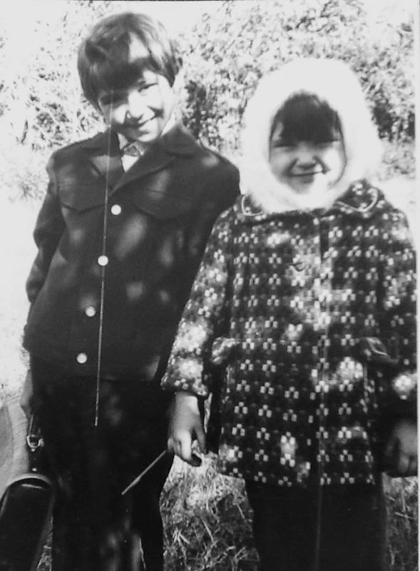 С сестрой Танечкой