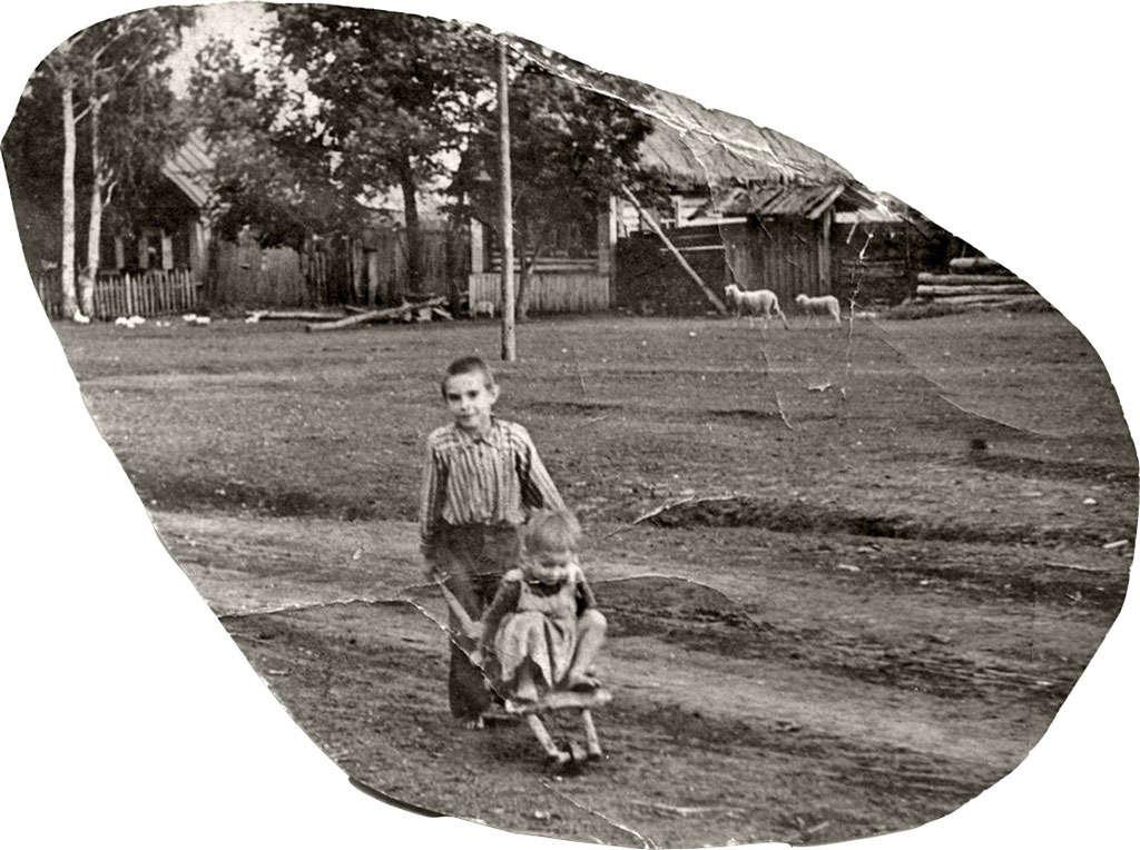 Отец с сестрой Тоней